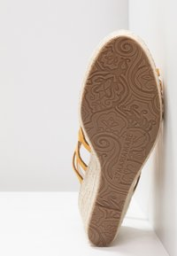 Mariamare - Korolliset sandaalit - mostaza - 6