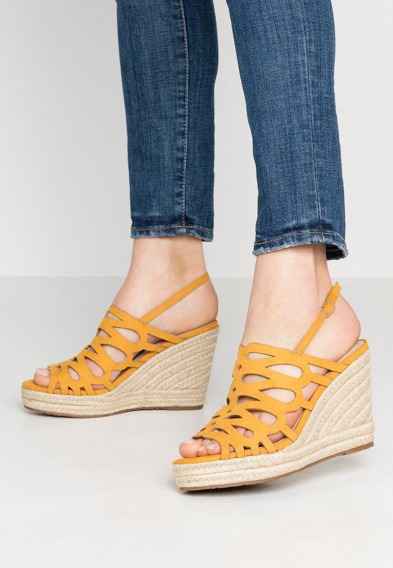 Mariamare - Korolliset sandaalit - mostaza