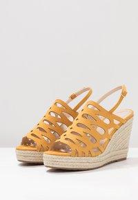 Mariamare - Korolliset sandaalit - mostaza - 4