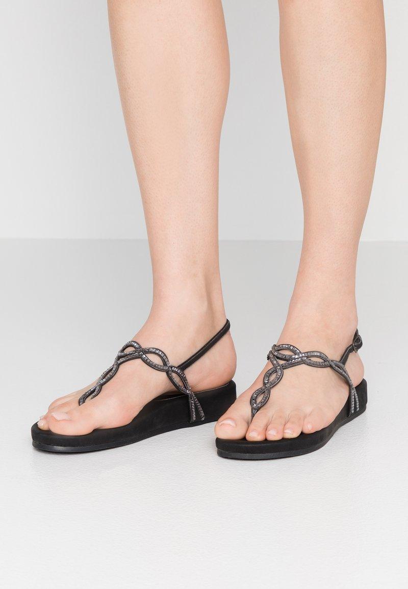 Mariamare - Sandály s odděleným palcem - black