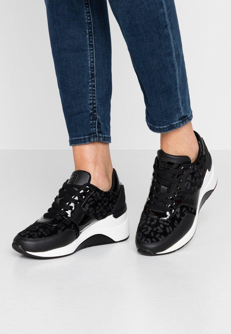 Mariamare - PRINCE - Sneakers laag - nali black