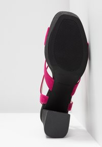 Mariamare - Korolliset sandaalit - fucsia - 6