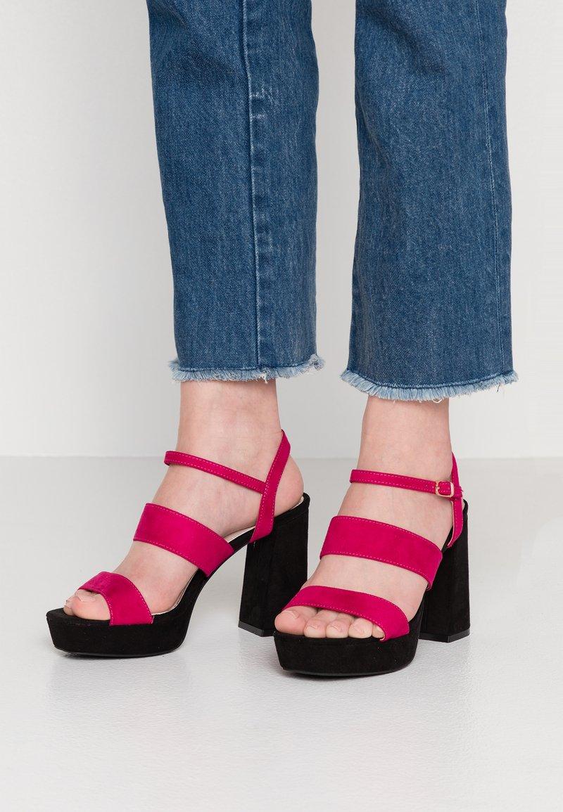 Mariamare - Korolliset sandaalit - fucsia