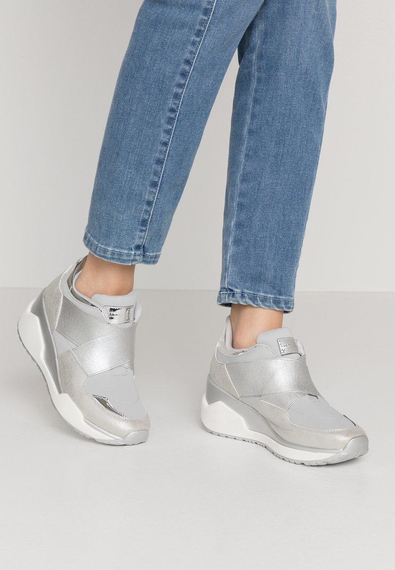 Mariamare - Trainers - light grey/silver