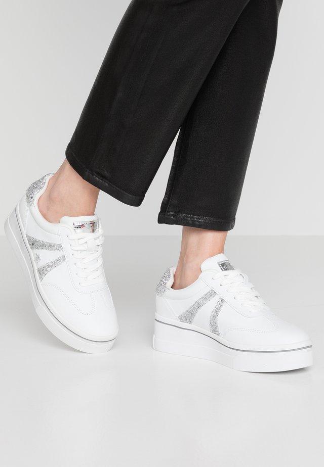 Matalavartiset tennarit - nali blanco/glitter plata/espejo plata