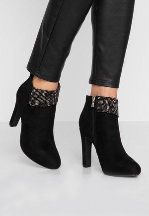 CHANTY - Ankelboots med høye hæler - black