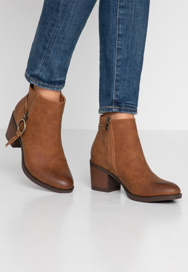 AMBER - Ankle boots - tango tan