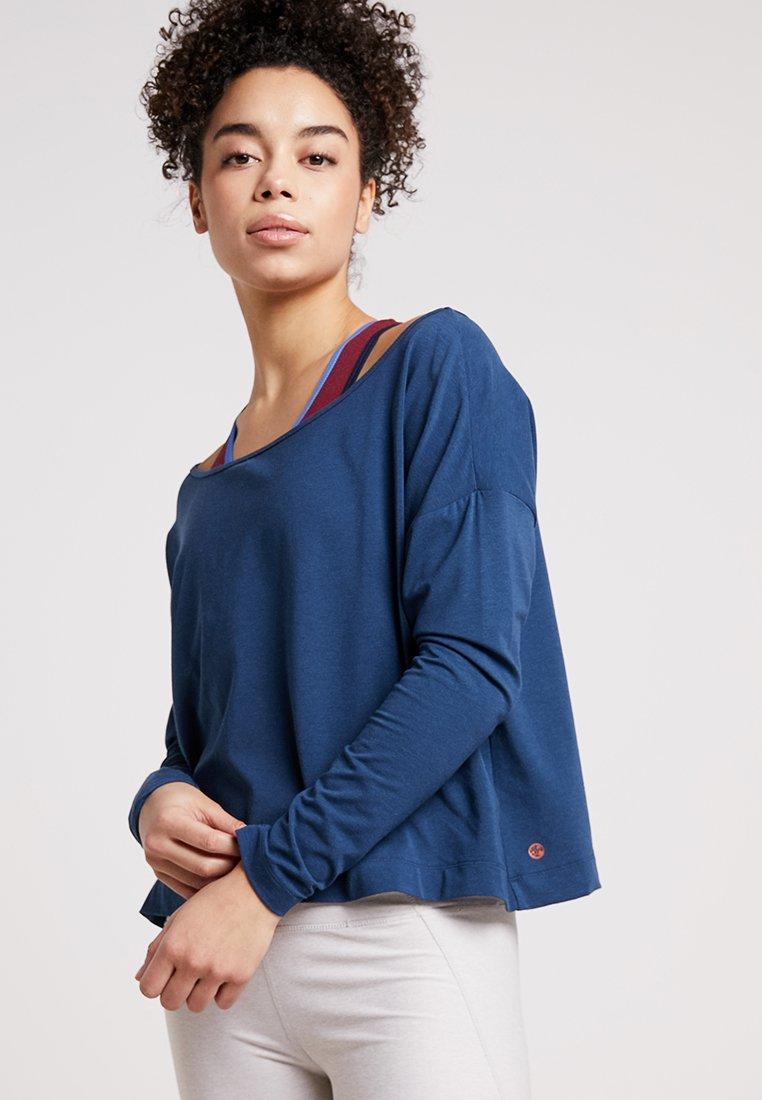 Manduka - ADORN BOXY TOP - Bluzka z długim rękawem - indigo