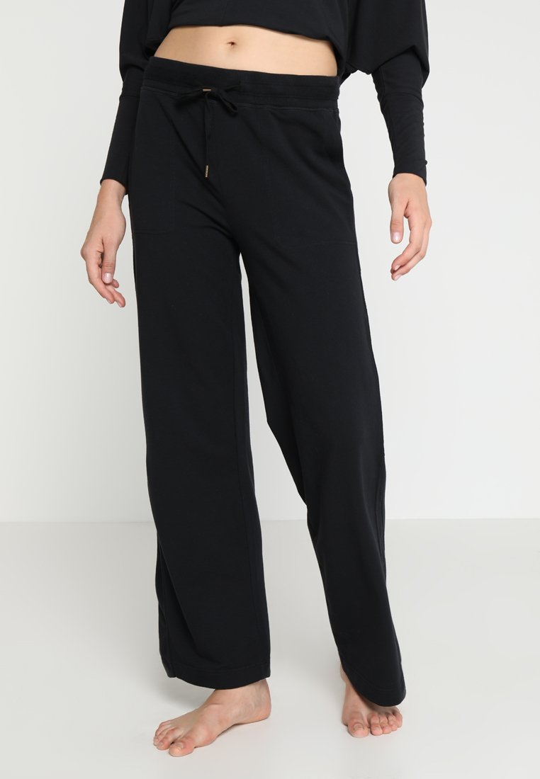 Manduka - RESOLUTION WIDE LEG PANT - Pantalones deportivos - black