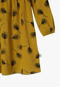 Mainio - PINE DRESS - Vestido ligero - golden - 3