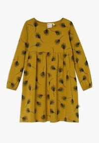 Mainio - PINE DRESS - Vestido ligero - golden - 0