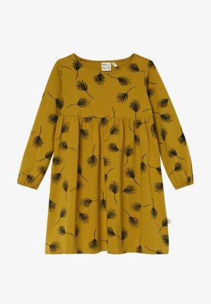 PINE DRESS - Sukienka z dżerseju - golden