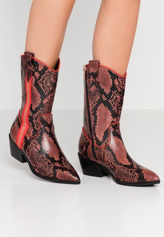 Cowboy/Biker boots - coral