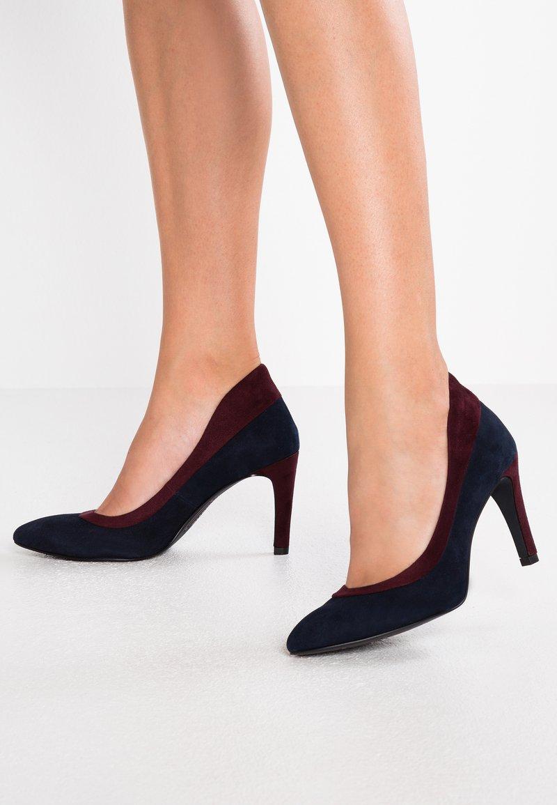 Marcel Ostertag x Tamaris - High heels - navy/merlot