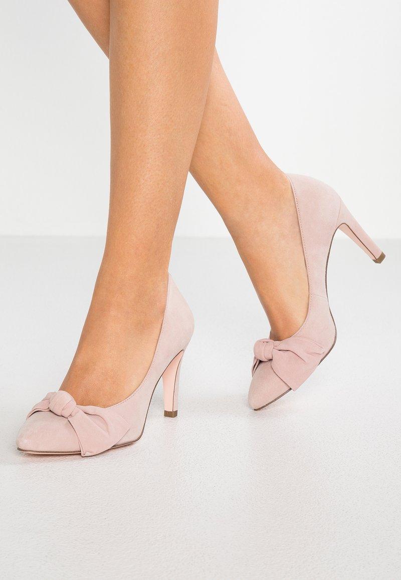 Marcel Ostertag x Tamaris - High heels - old rose