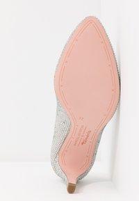 Marcel Ostertag x Tamaris - High heels - silver glam - 6