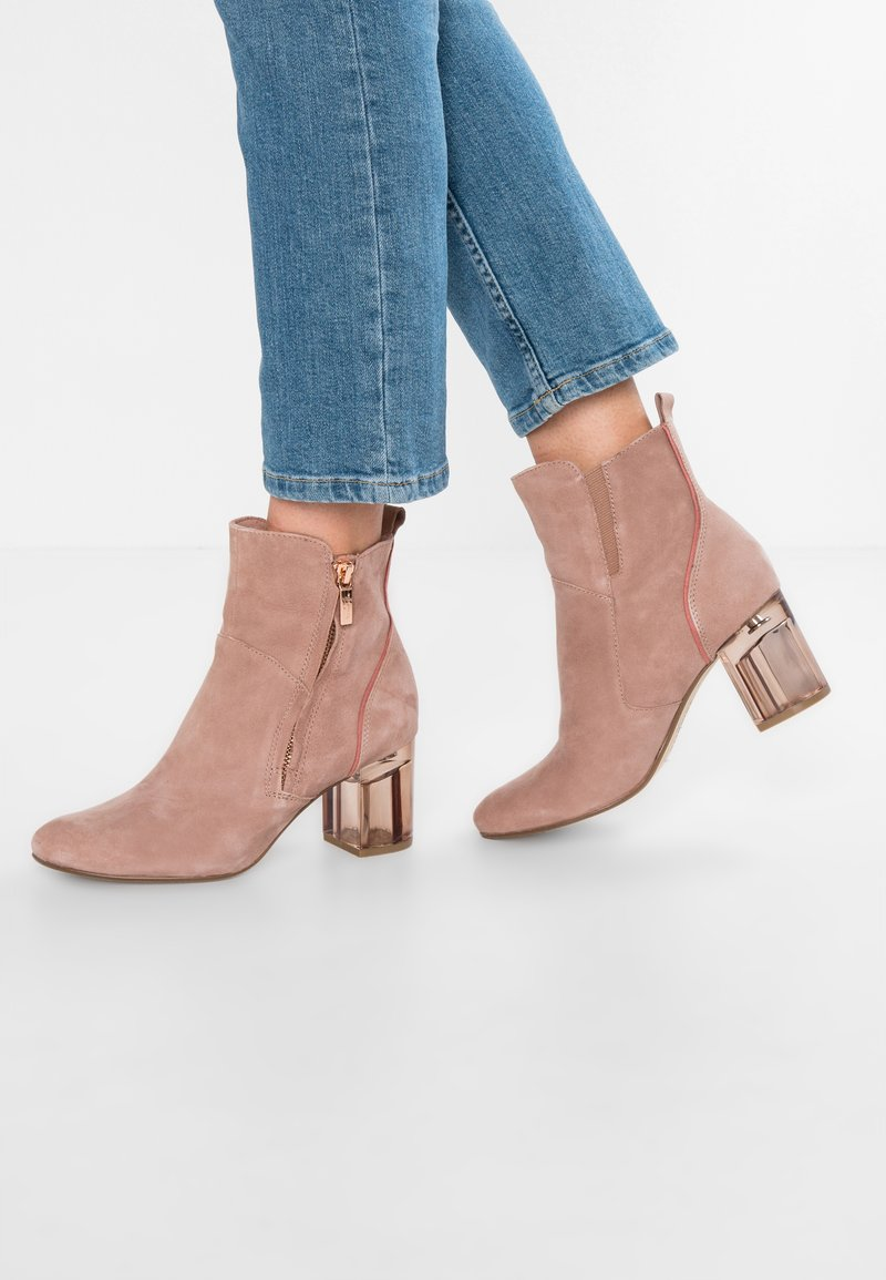 Marcel Ostertag x Tamaris - Classic ankle boots - old rose