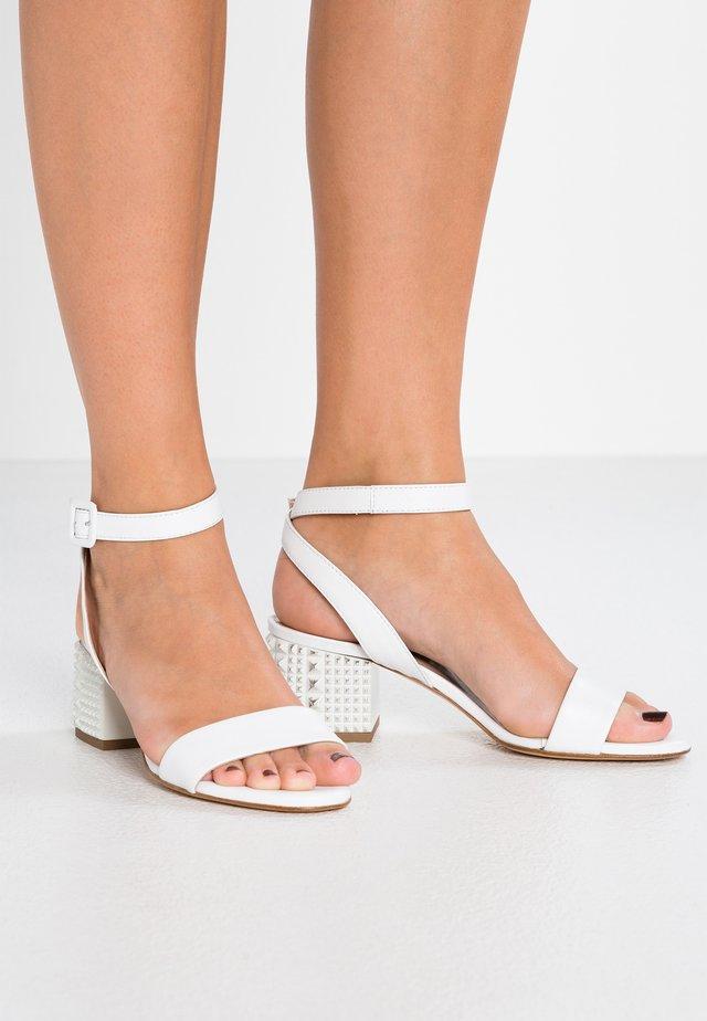 Sandalen - natur/bianco