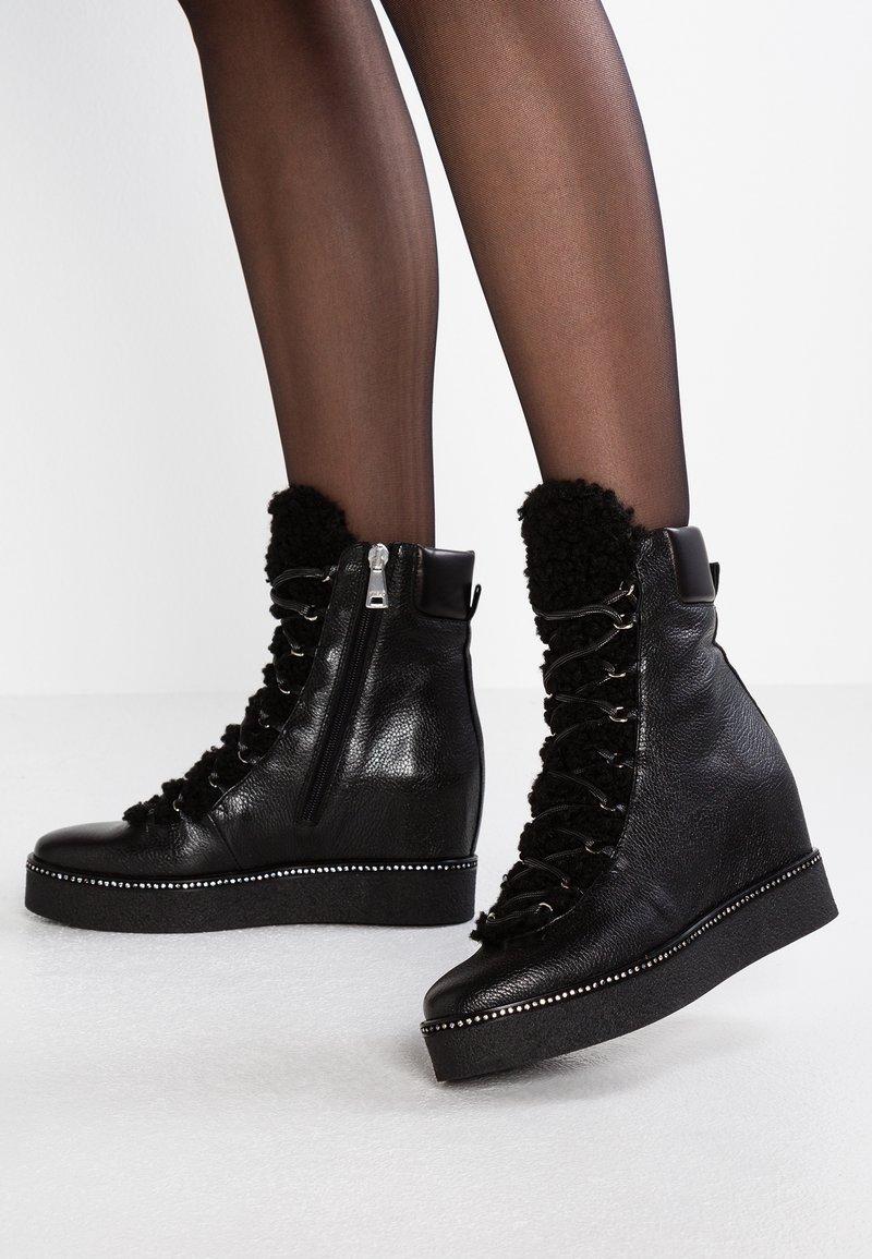 MA&LO - DORA - Kotníkové boty na klínu - nero