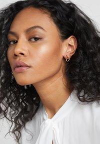 Maria Black - NOON MINI EARRING MINI MIDNIGHT EARRING - Orecchini - gold-coloured - 1