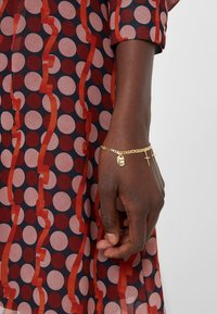 Maria Black - FRIEND CHARM BRACELET MEDIUM - Bracelet - gold-coloured - 1