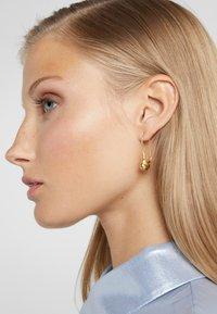 Maria Black - PEBBLE MINI EARRING - Boucles d'oreilles - gold-coloured - 1