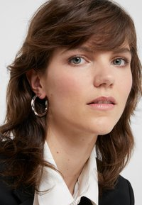 Maria Black - MARTINUS HOOP EARRING - Pendientes - silver-coloured - 1