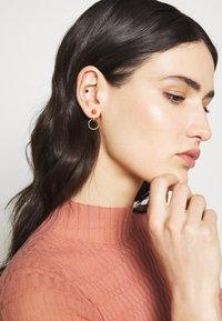 Maria Black - ELVIRA EARRING - Orecchini - gold-coloured/red - 1
