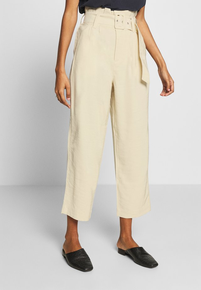 OZELLA - Trousers - oyster
