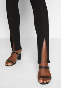 mbyM - NORAH - Leggings - black - 3