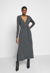 mbyM - Pouzdrové šaty - dark grey melange - 1