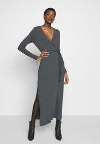 mbyM - Pouzdrové šaty - dark grey melange - 0