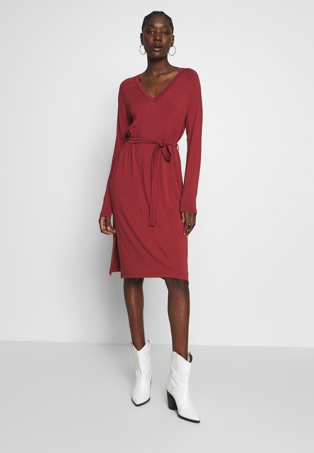 RYAN - Jersey dress - russet brown