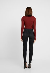 mbyM - LIONE - Long sleeved top - fired brick - 2