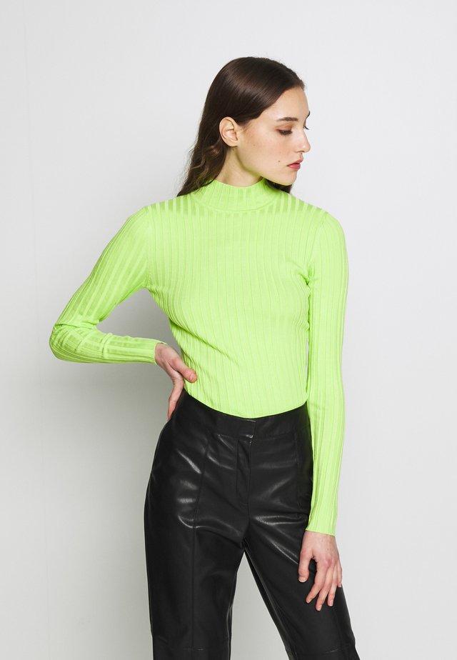MAGEN - Stickad tröja - neon green