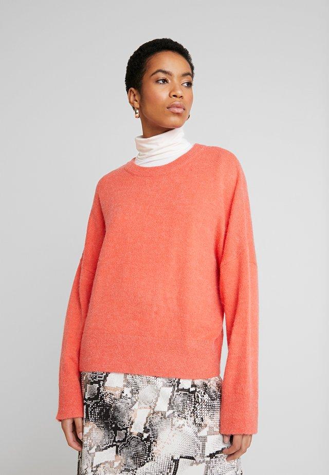 GILLIAN - Stickad tröja - hot coral melange