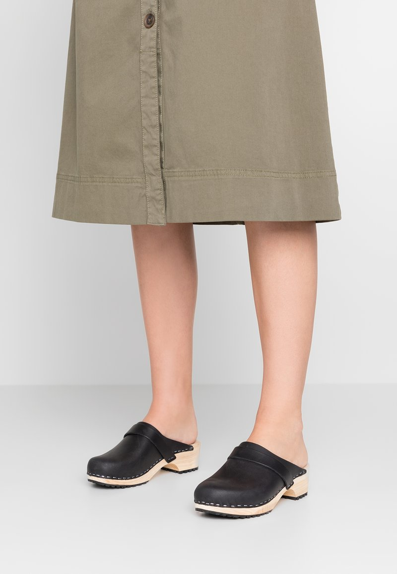 Moheda Toffeln - ROYAL - Clogs - pull up black