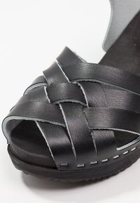 Moheda Toffeln - TOPZY - Clogs - smooth black/black - 2