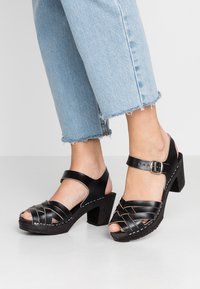 Moheda Toffeln - TOPZY - Clogs - smooth black/black - 0