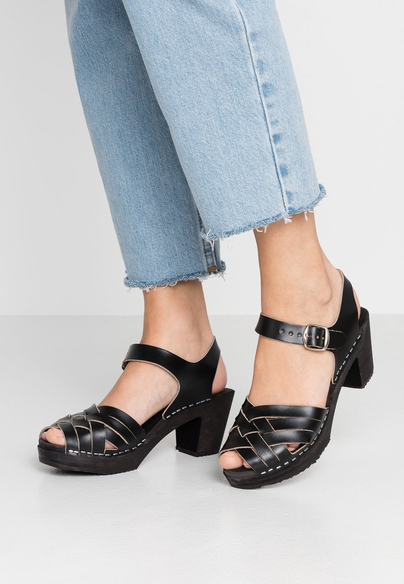 Moheda Toffeln - TOPZY - Clogs - smooth black/black