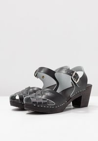 Moheda Toffeln - TOPZY - Clogs - smooth black/black - 4