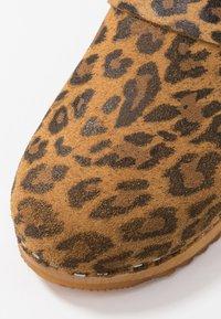 Moheda Toffeln - LENA - Clogs - light brown - 2