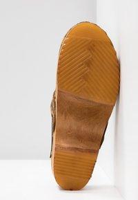 Moheda Toffeln - LENA - Clogs - light brown - 6