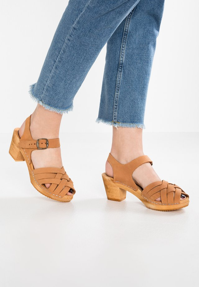 BETTY - Clogs - cognac