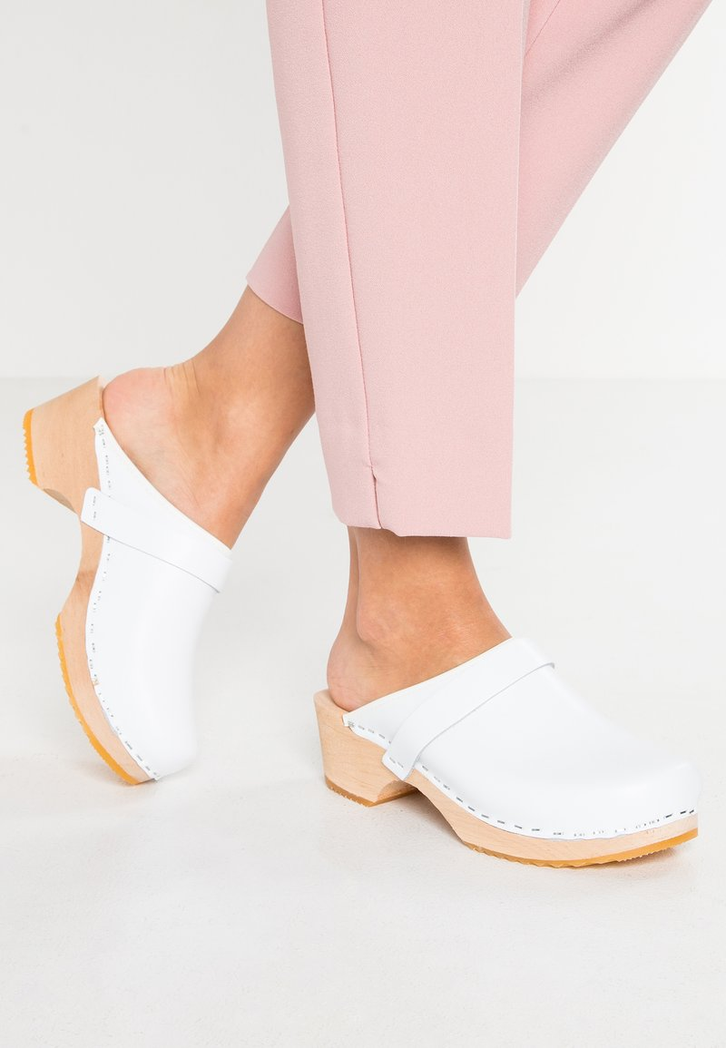 Moheda Toffeln - LINA - Clogs - white