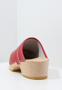 Moheda Toffeln - LINA - Clogs - red - 4
