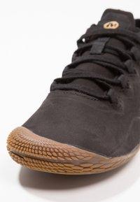 Merrell - VAPOR GLOVE 3 LUNA - Minimalist running shoes - black - 5