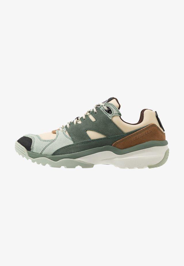 BOULDER RANGE - Hiking shoes - foam/laurel