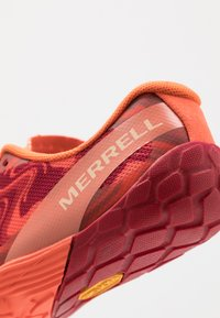 Merrell - VAPOR GLOVE 4 - Chaussures d'entraînement et de fitness - goldfish - 5