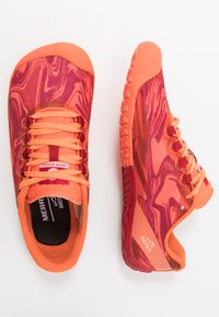 Merrell - VAPOR GLOVE 4 - Chaussures d'entraînement et de fitness - goldfish - 1